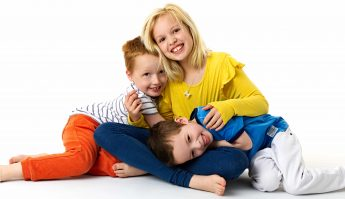 cuddles for siblings during photoshoot offley photography